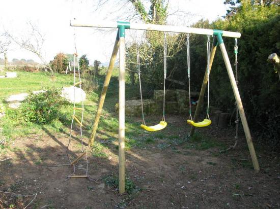 jeux pour enfants dans le jardin