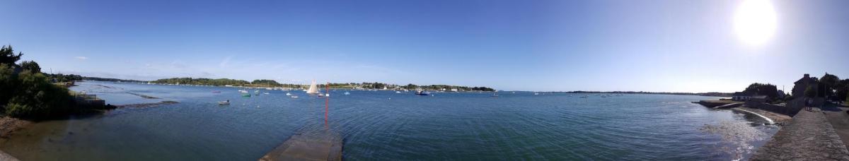 vue panoramique de la cale du Fort Espagnol sur la rivière d'Auray et le Golfe du Morbihan